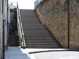 Comment marcher en talons hauts en pentes et escaliers ? - Blog Talondoux